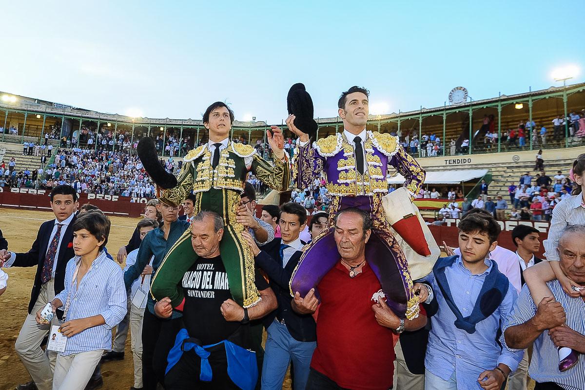 Roca Rey y Talavante cortan siete orejas en tarde de buen toreo en Jerez