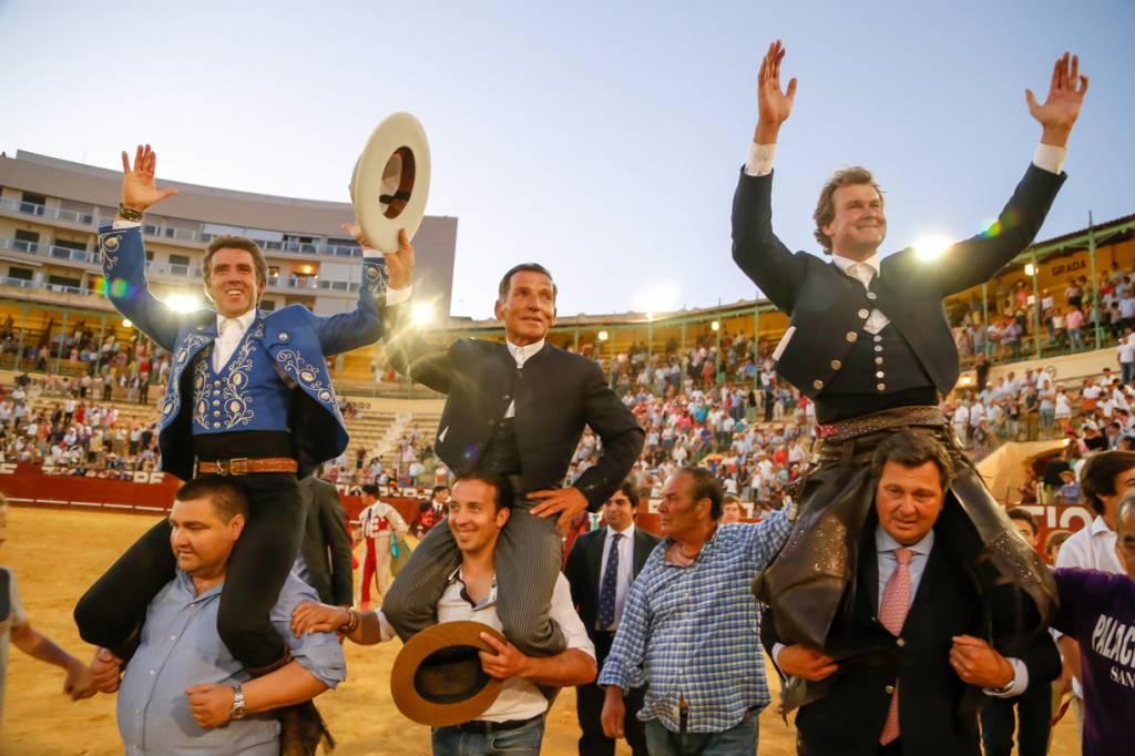 Vídeo resumen de la 1ª de abono de la Feria del Caballo de Jerez 2015