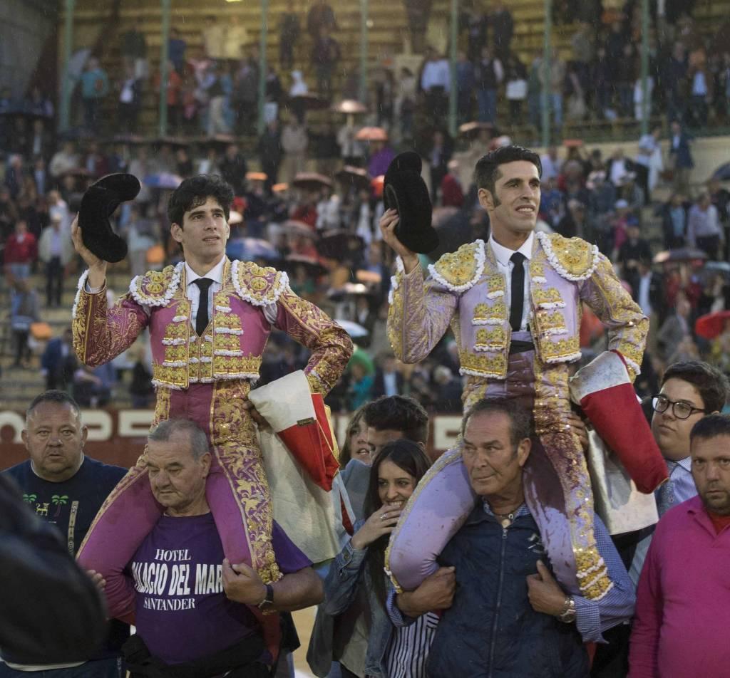 """Indulto de """"Tonteras"""" y puerta grande para Talavante y López Simón"""