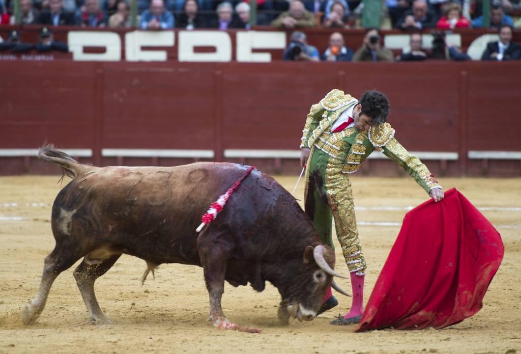 Triunfal puerta grande en la tercera de abono de la Feria del Caballo de Jerez 2016