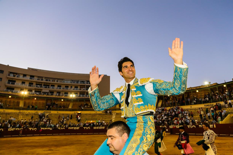 Puerta grande para Cayetano en Jerez
