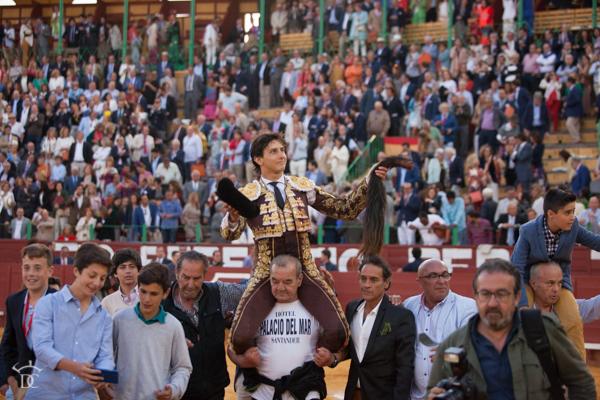 Puerta grande para Roca Rey en la 2ª de abono de la feria taurina de Jerez